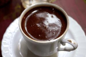 Czarna czy biała? Jak przygotować idealną kawę?
