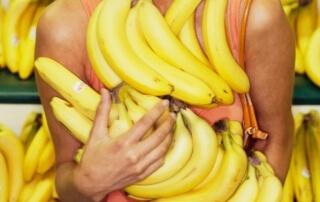 kobieta z banan