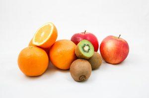jedzenie owoców
