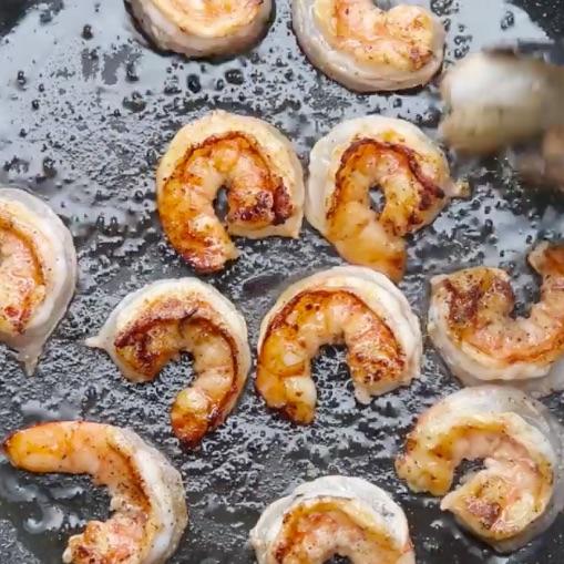 krewetki-salatka-awokado-gurbacka