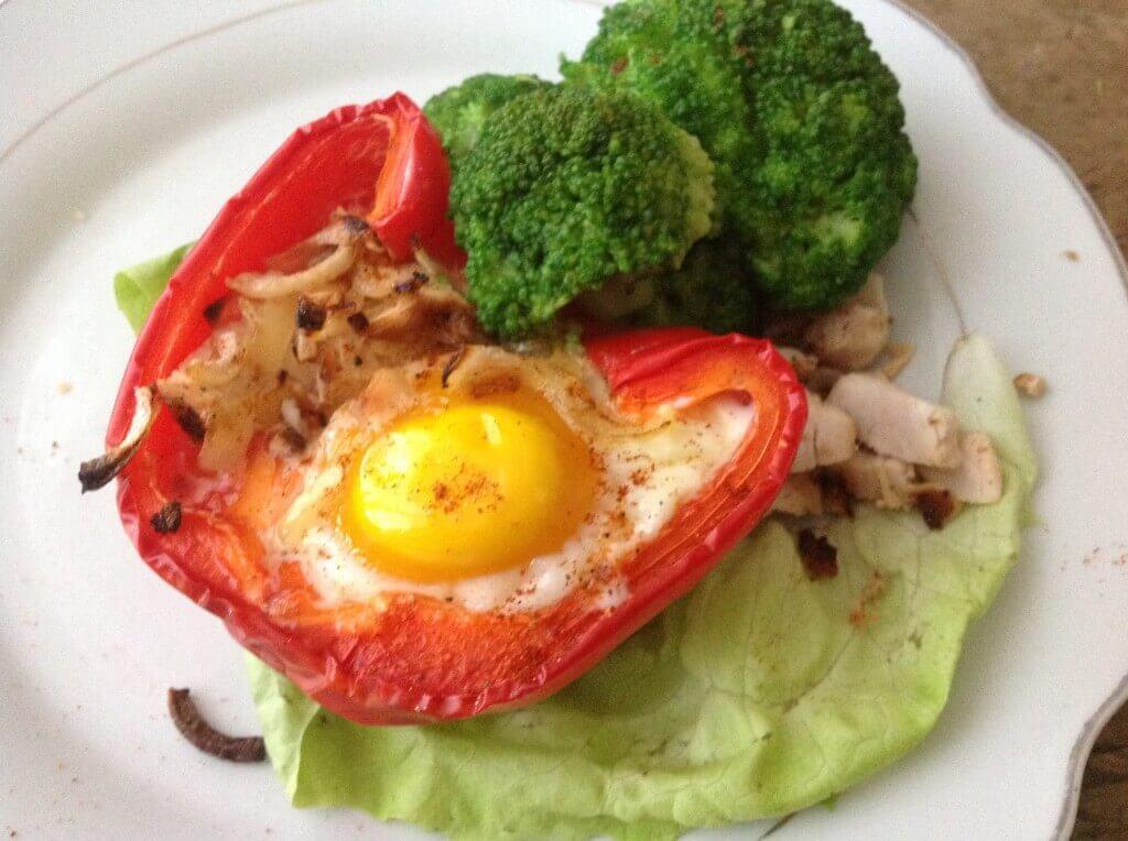 pieczona papryka z jajkiem