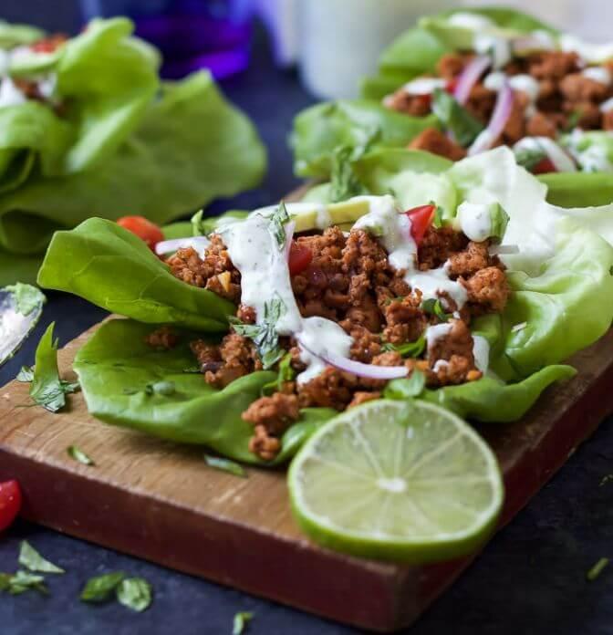 Taco z indyka w sałacie z sosem limonkowym