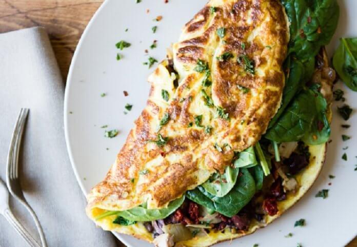 omlet z warzywami na śniadanie