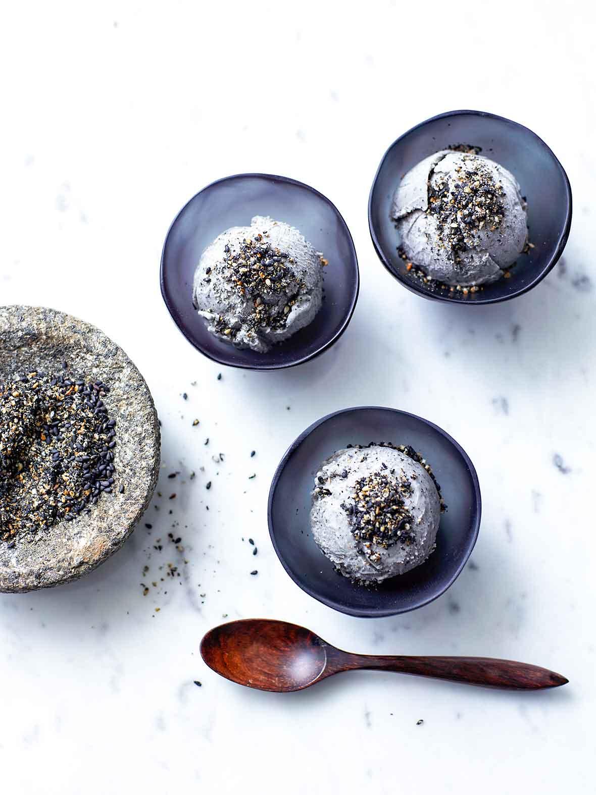 domowe lody z czarnego sezamu